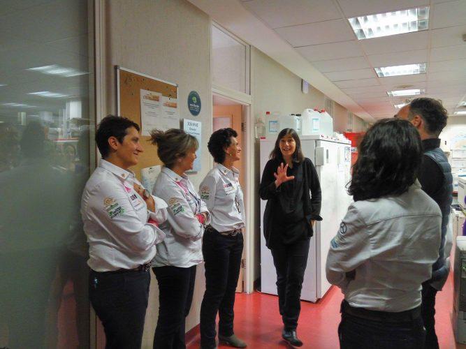 María Blasco, directora del CNIO, recibió a las navegantes del RetoPelayoVida
