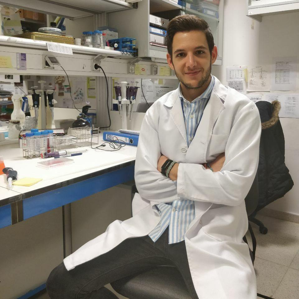 Manuel Gamez trabajando
