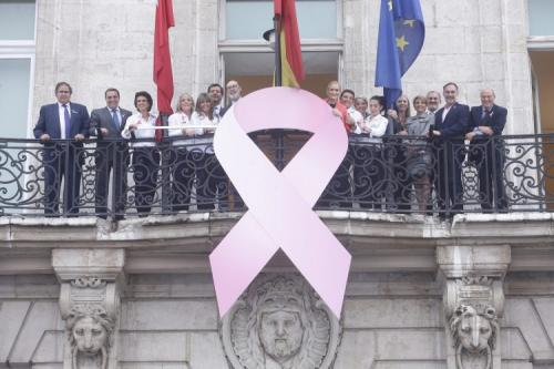 Lazo rosa contra el cáncer de mama en la Comunidad de Madrid