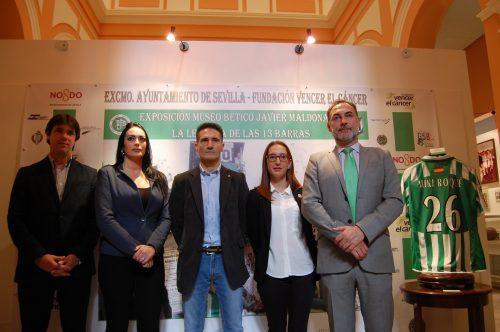 Inauguración de la exposición del Betis para ayudar a Vencer el Cáncer